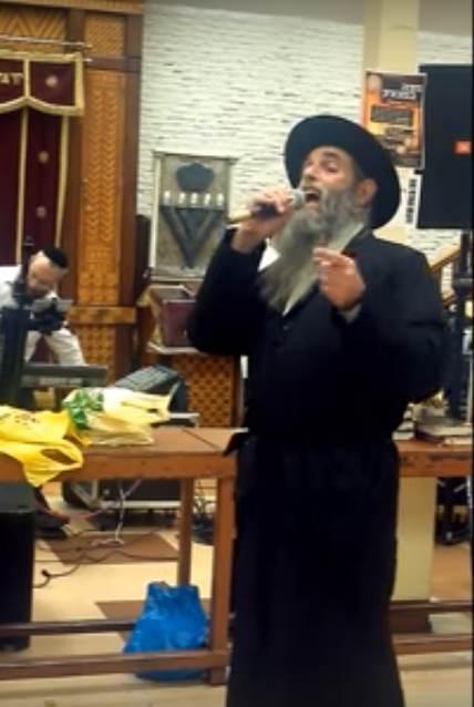 Dov Shurin singing racist Zochreini Na in 770 3-21-2012