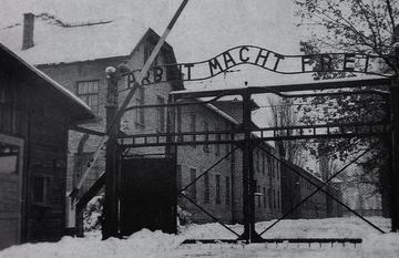 Auschwitz_gate_1