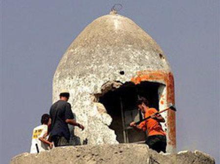 Settler_destroy_mosque_in_sar_nur