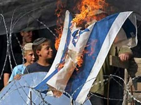 Settlers_burn_israeli_flag_in_homesh